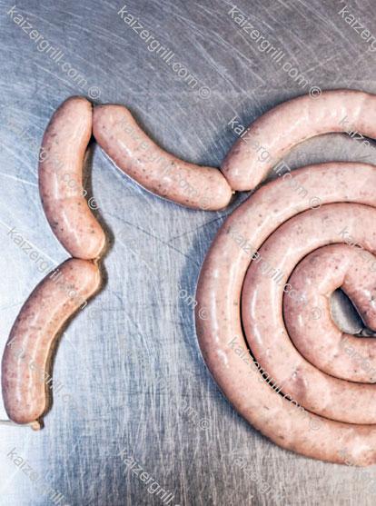Способ, описанный выше, является основой практически всех рецептов приготовления домашней колбасы.